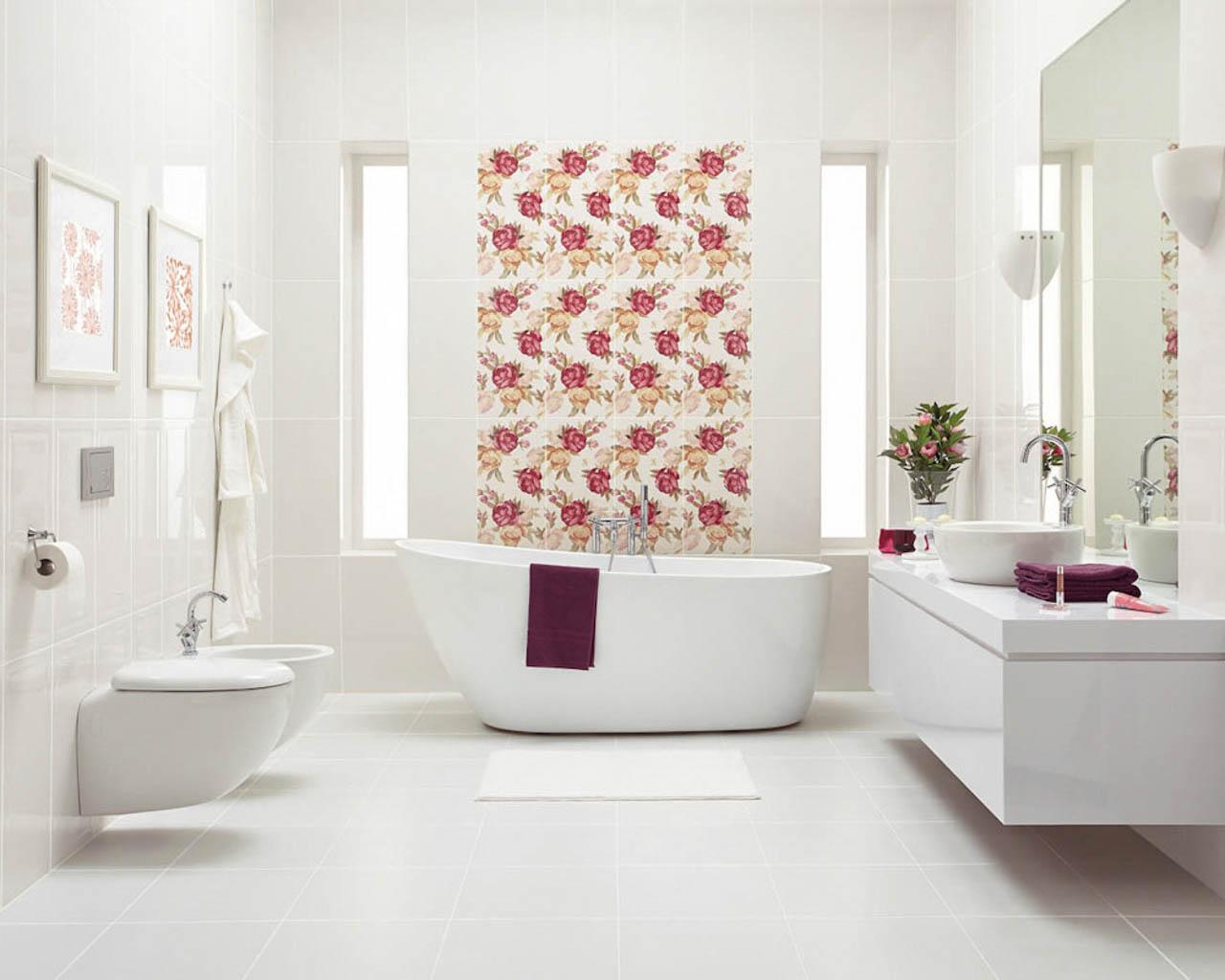Przestronna biała łazienka w stylu glamour z kwiatowymi dekoracjami