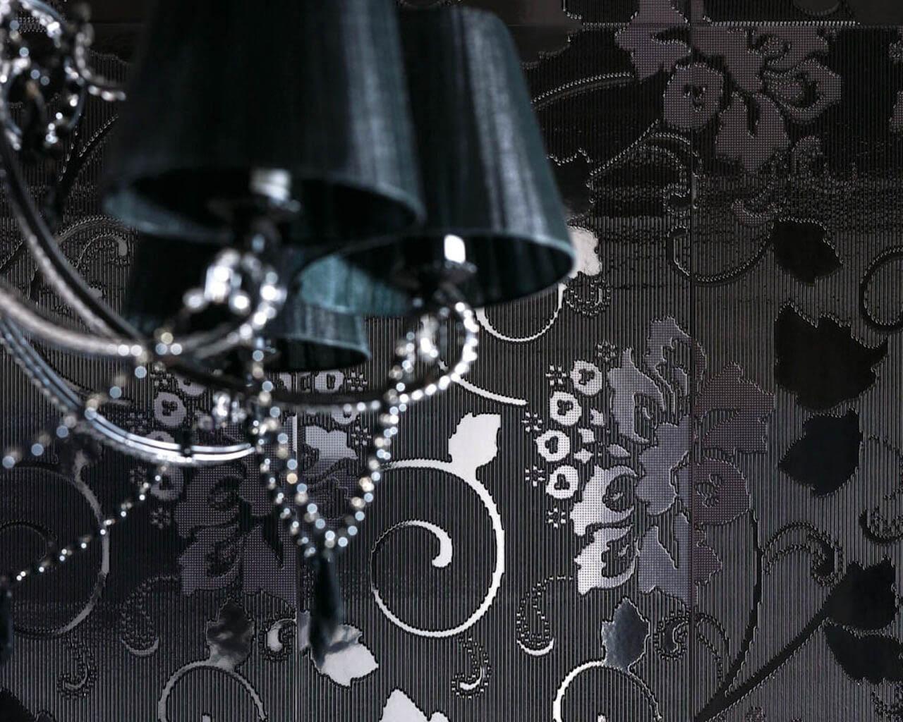 """""""Koronkowe"""" wzory ceramicznych dekoracji łazienki w stylu glamour"""