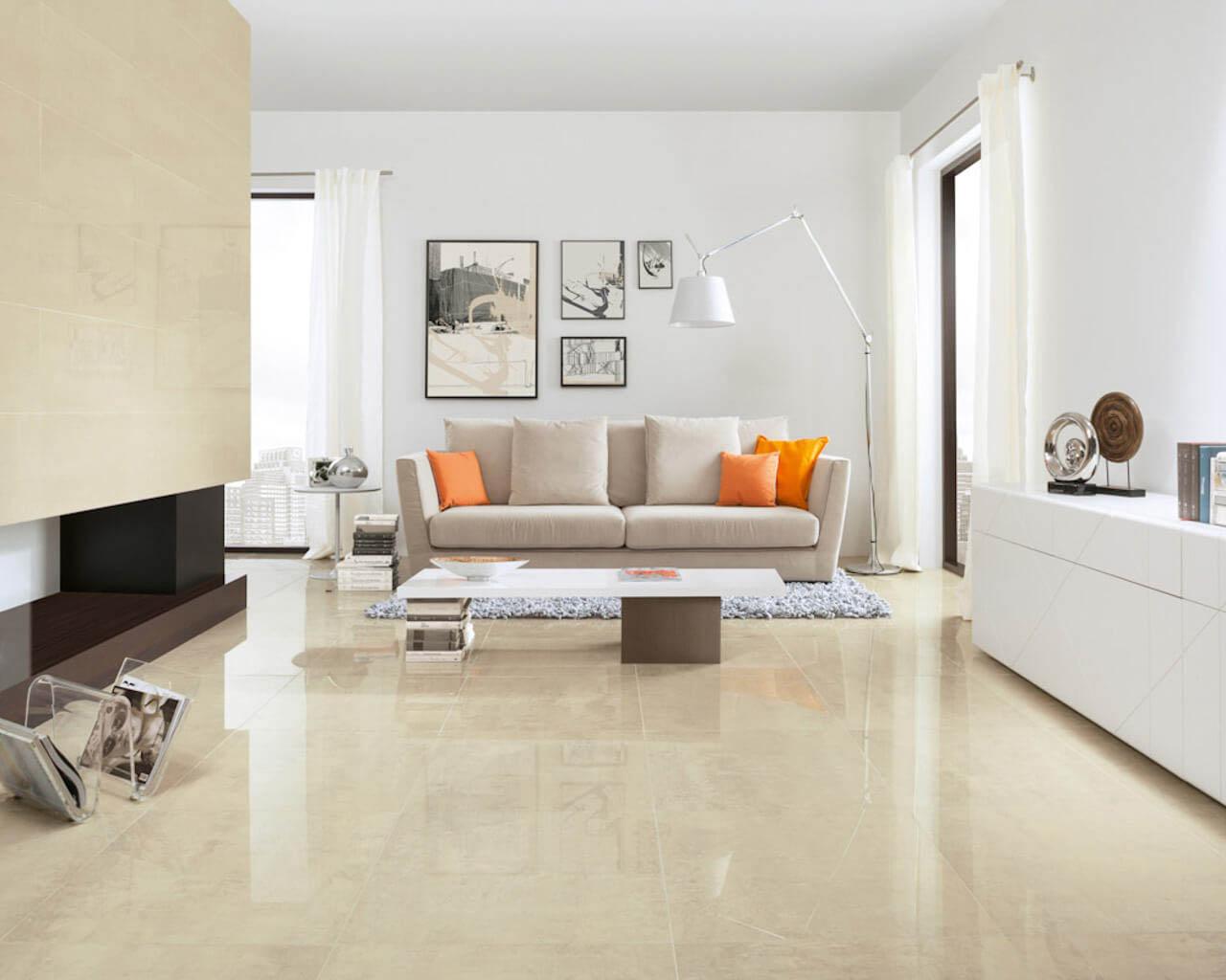 Jasny, rozświetlony salon w stylu klasycznym