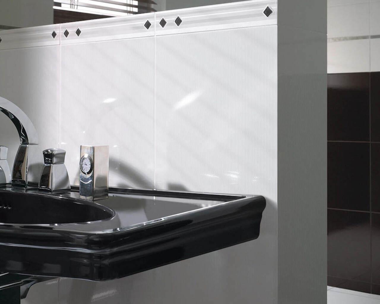 Dekoracja czarno-białej łazienki w stylu glamour