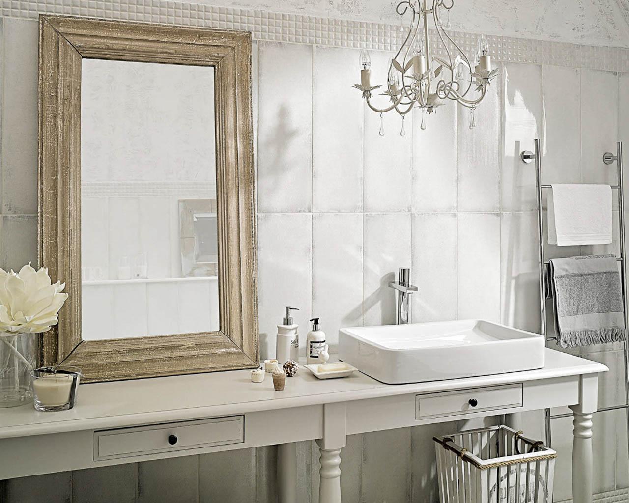 Rustykalna, jasna łazienka na poddaszu