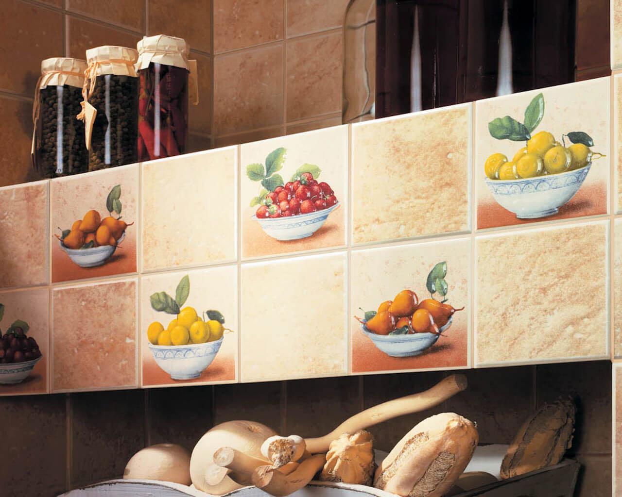 Owocowe dekoracje w tradycyjnej, rustykalnej kuchni