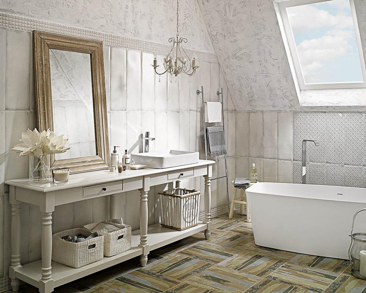 Jasna łazienka na poddaszu w stylu rustykalnym