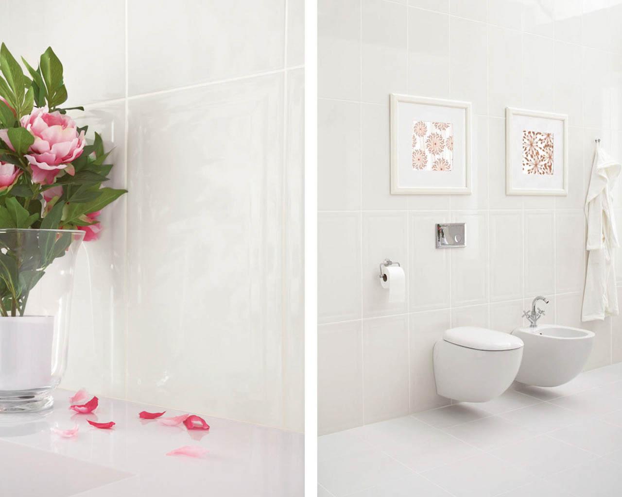 Biała łazienka z kwiatowymi dekoracjami