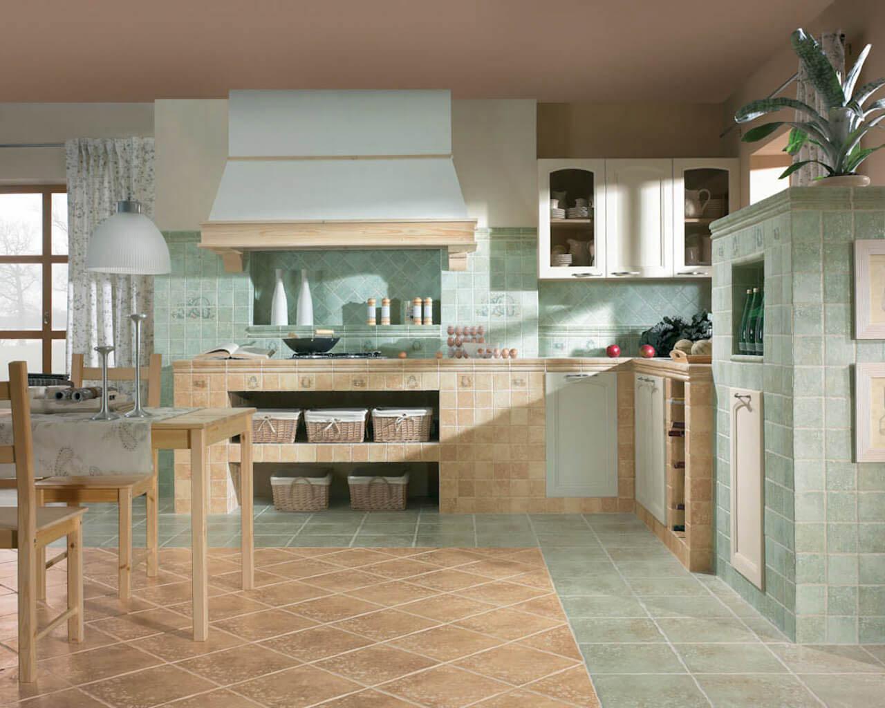 Przytulna, zielono-beżowa kuchnia w stylu vintage
