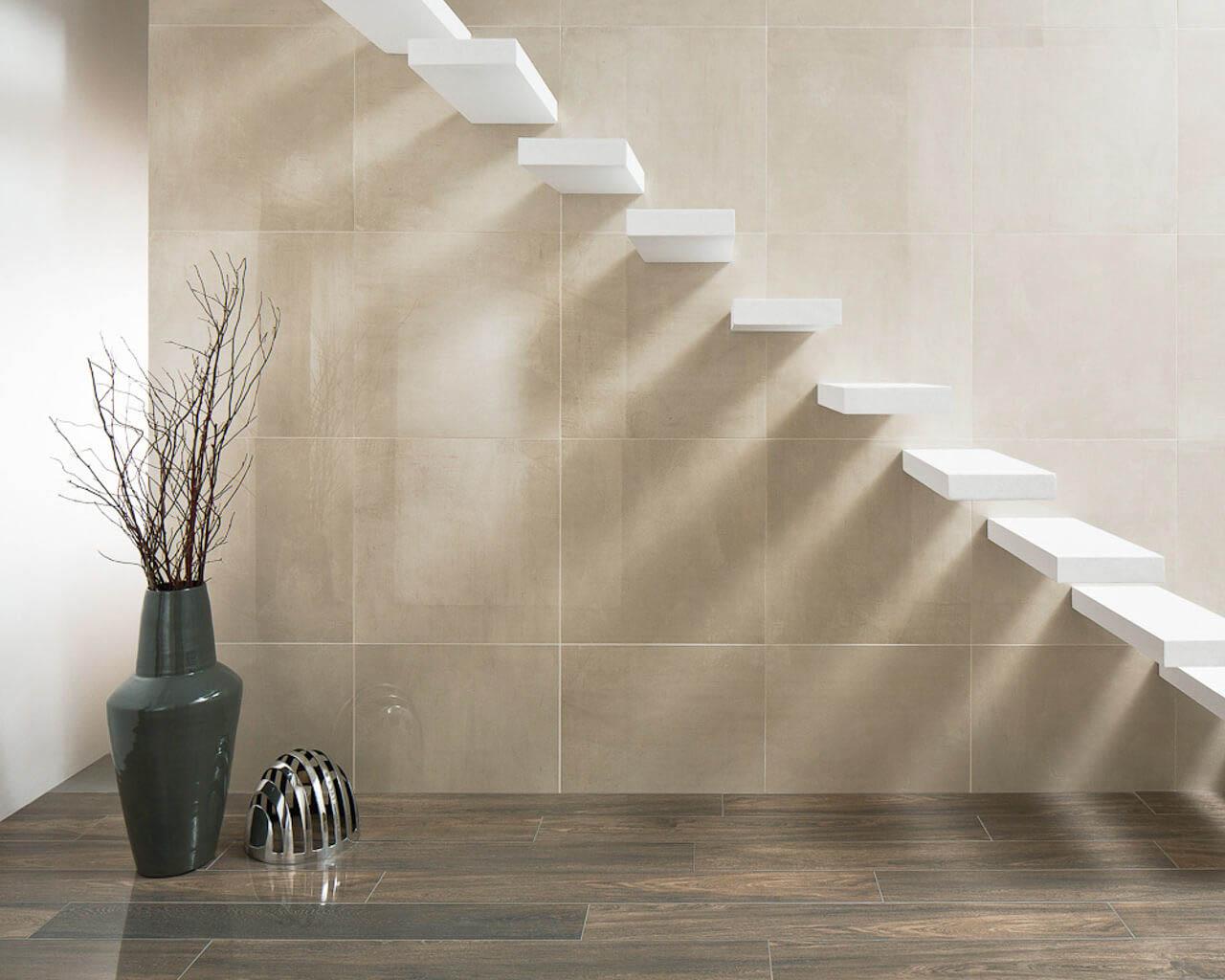 Ekskluzywna, jasna przestrzeń salonu lub holu ze schodami
