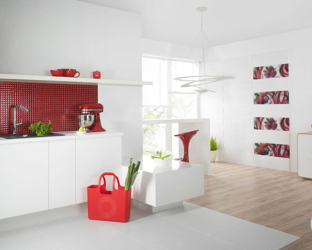 Helle Küche kombiniert mit dem Wohnzimmer, belebt durch bunte ...