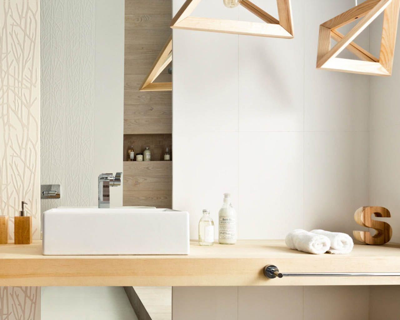 Bad im Hygge-Stil - Holz, Weiß und Pflanzenmotive   Ceramika Paradyz