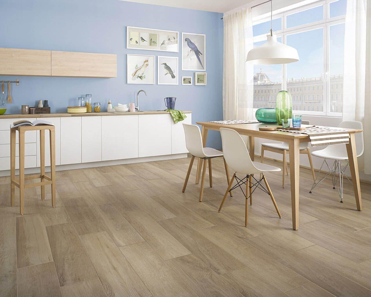 Fußbodenplatten Holz ~ Helle küche im skandinavischen stil mit fußbodenplatten aus