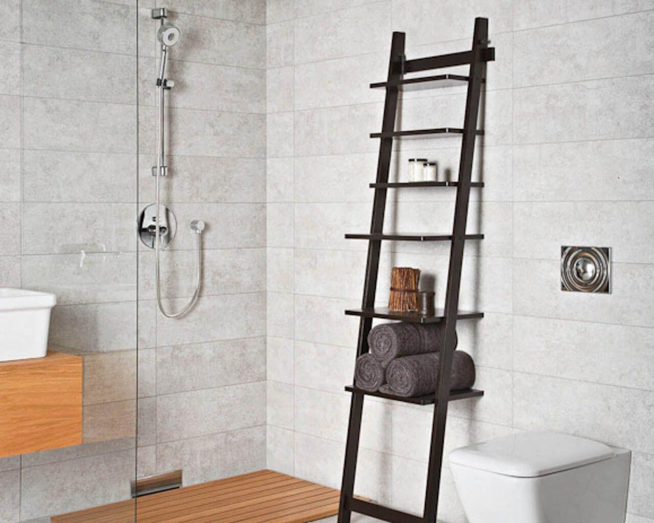 Szara łazienka Z Prysznicem Szkłem I Drewnem Ceramika Paradyż
