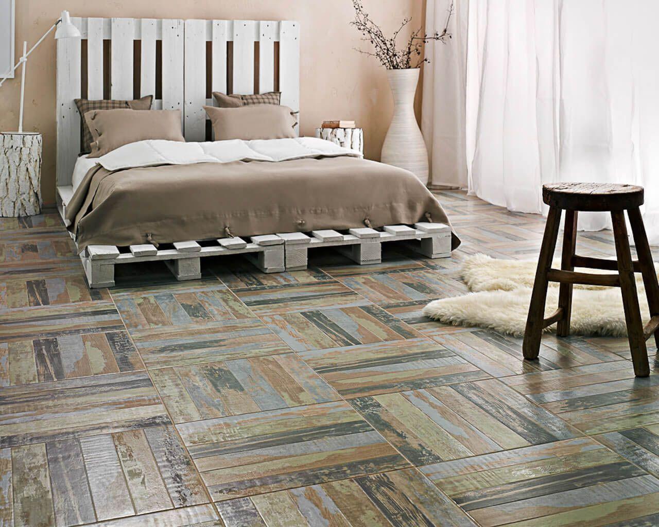 Fußboden Aus Alten Paletten ~ Schlafzimmer mit einem fußboden wie ein parkett und einem bett aus