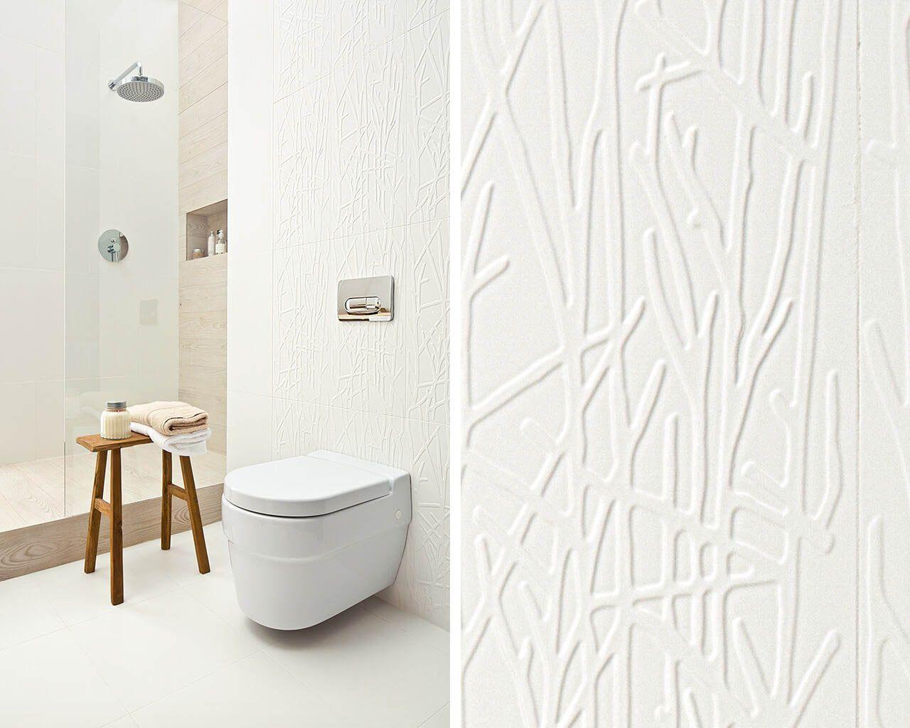 Subtile Struktur weißer Fliesen im skandinavischen Bad ...