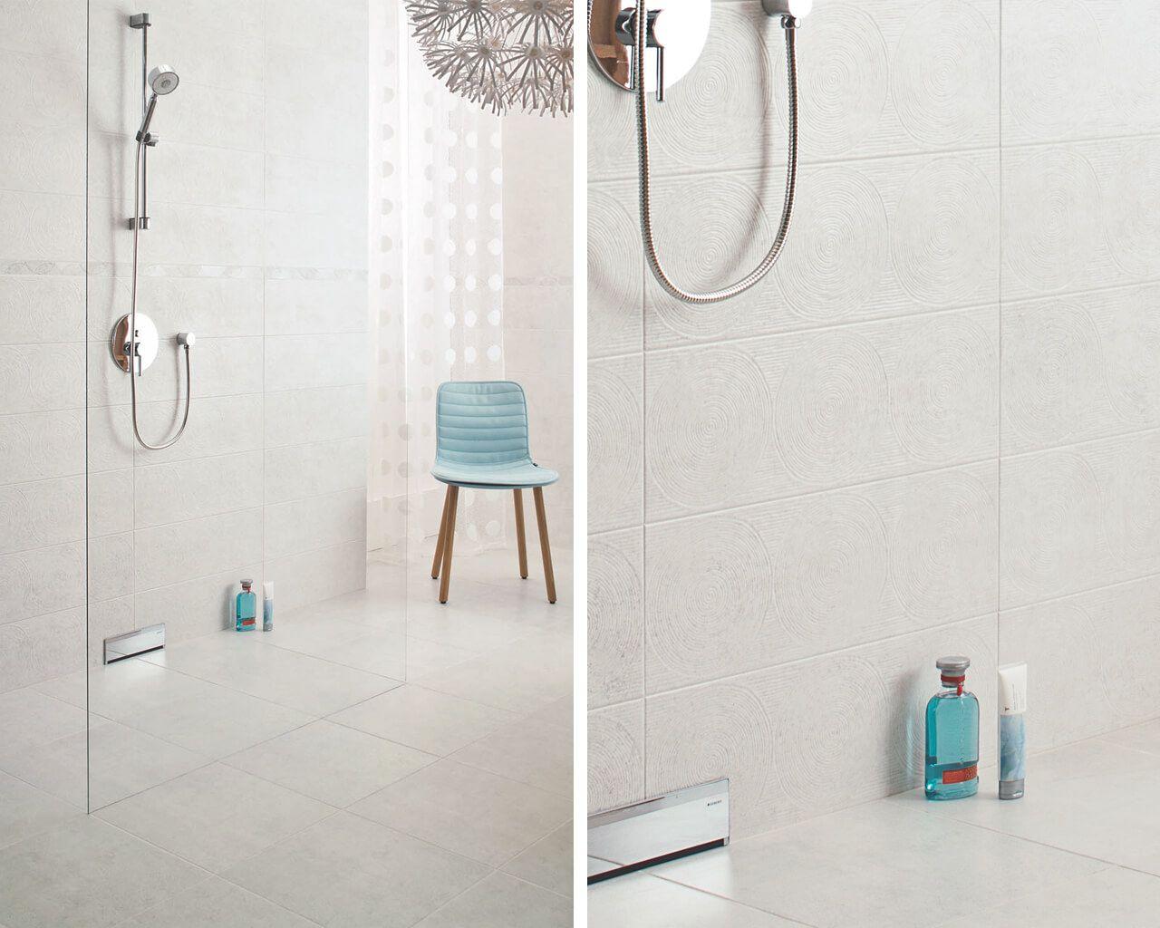 Dusche Mit Einer Glaswand Im Weissen Bad Ceramika Paradyz