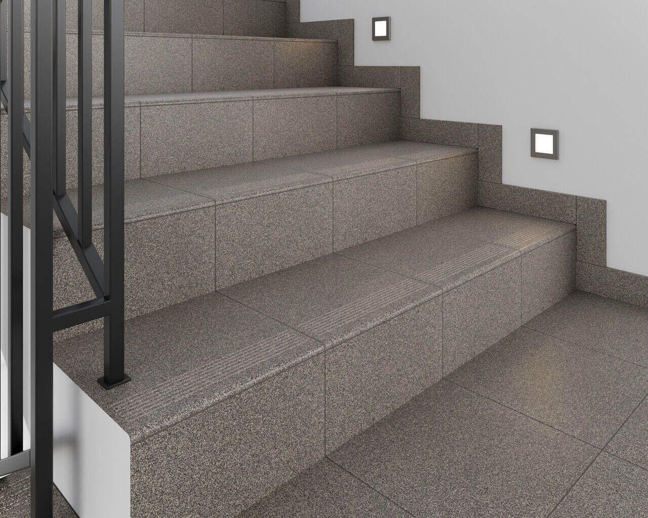Płytki ceramiczne na schodach