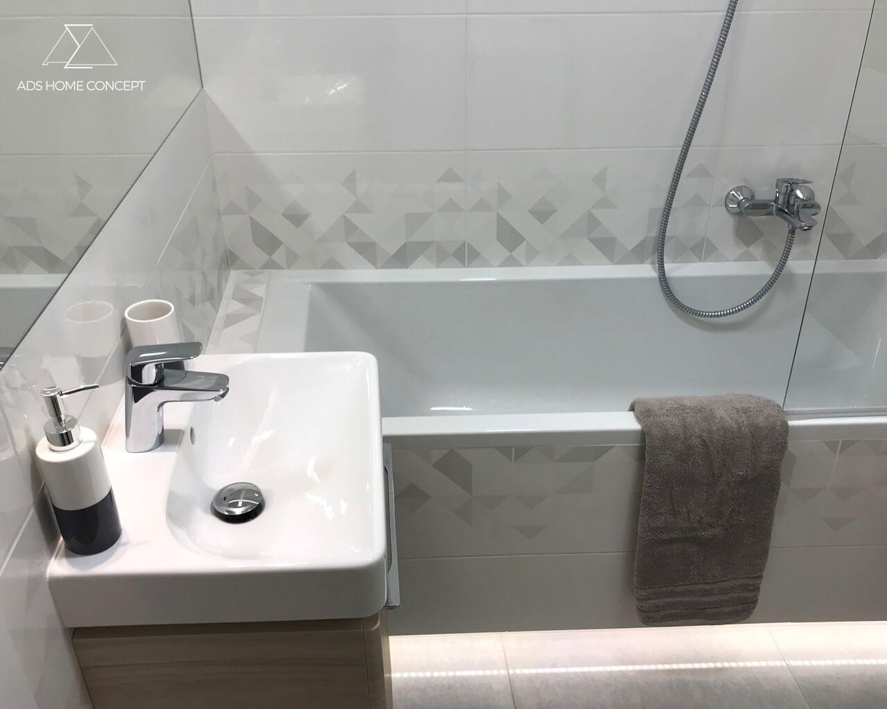 Projekt Niewielkiej łazienki W Bloku Mieszkanie Młodej Kobiety