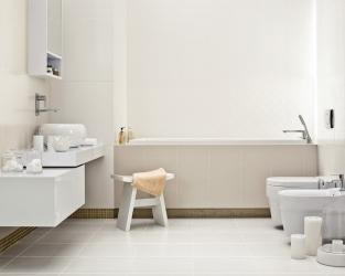 Jasna, niewielka łazienka w stylu hygge