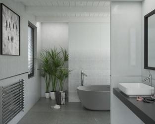 Biało-srebrna, minimalistyczna łazienka z wolno stojącą wanną