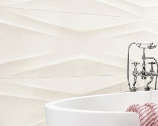Delikatna struktura białych płytek łazienkowych