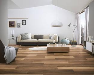 "Ceramiczne ""deski"" podłogowe jako podstawa eleganckiego salonu"