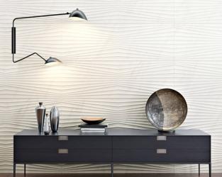 Strukturalna ściana ceramiczna w salonie