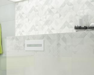 Detal z minimalistycznej łazienki z geometrycznymi dekoracjami