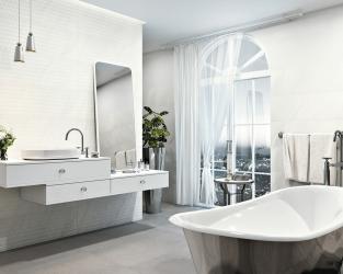 Nowoczesna klasyka - elegancka łazienka w bieli i srebrze