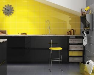Nowoczesna, żółto-szara kuchnia ze skosem