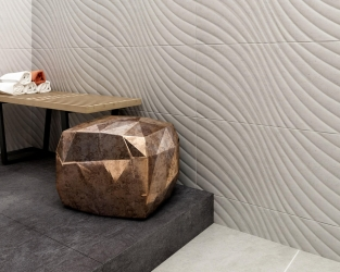 Drewno, metal, ceramika i kamień w łazience