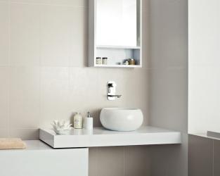 Strefa umywalkowa w białej łazience