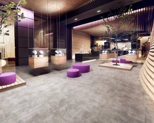 Szarość i drewno w nowoczesnym hotelowym lobby