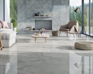 Jasnoszary salon w płytkach ceramicznych o wyglądzie unikalnych kamieni