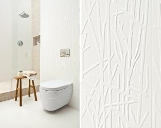 Subtelna struktura białych płytek w skandynawskiej łazience