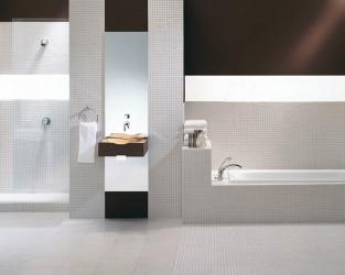 Minimalistyczna biało-czarna łazienka z mozaiką w roli głównej