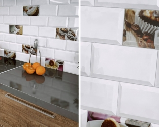 Cegiełkowe kafle białe i z motywami kawy w kuchni