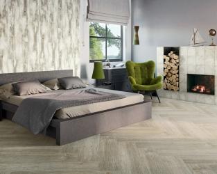 Sypialnia z kominkiem i drewnianymi akcentami