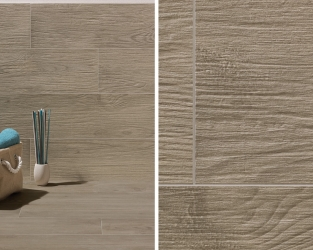 Drewnopodobne płytki o wyrazistej strukturze w łazience