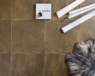 Naturalna przytulność podłogi w domowym biurze