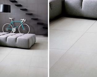 Monochromatyczny, minimalistyczny salon ze schodami