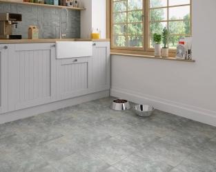 Szara podłoga w minimalistycznej kuchni