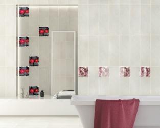 Ożywcza moc barwnych szklanych dekoracji w łazience