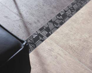 Nowoczesny salon z podłogą o wyglądzie betonu