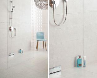 Natrysk ze szklaną ścianką w białej łazience