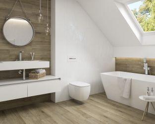 Drewno i biel w łazience na poddaszu