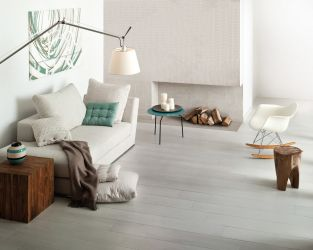 aranzacja-duzego-jasnego-salonu-w-stylu-naturalnego-drewna-rovere-ceramika-paradyz